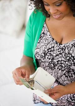 black-woman-money-wallet